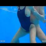スク水美女を水中で犯す!水着をずらしておっぱいハミ出しがエロい!